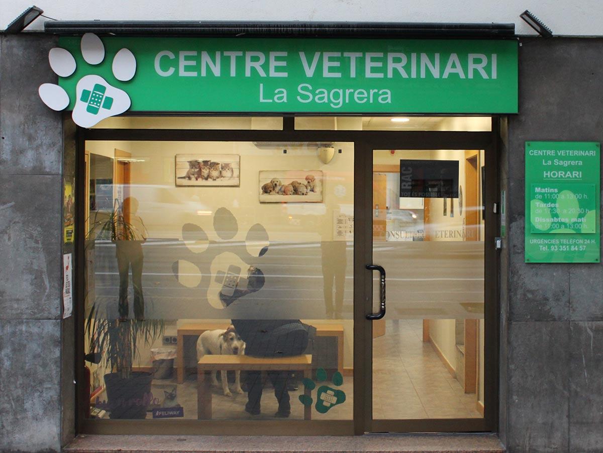 Вход в Ветеринарный центр La Sagrera
