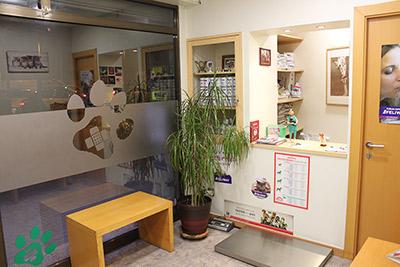 Sala de espera en la clínica veterinaria La Sagrera en Barcelona